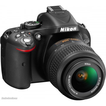 Nikon D5200 with 18-55mm VR II Lens Kit